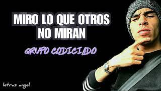 Gambar cover Miro Lo Que Otros No Miran (LETRA) - GRUPO CODICIADO