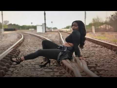 Realizaba una sesión de fotos en las vías y murió atropellada por un tren