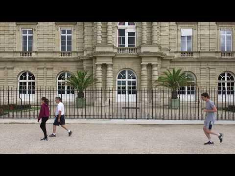 Joggers in Jardin du Luxembourg