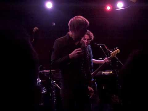 """Britt Daniel (Spoon) sings Wire's """"1 2 X U"""" @ karaoke"""