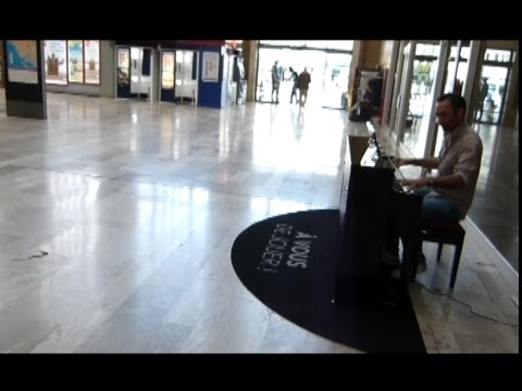 Pianos en Gare - Making of - Installation @ Rouen & Le Havre (Fr) - Medium Musique