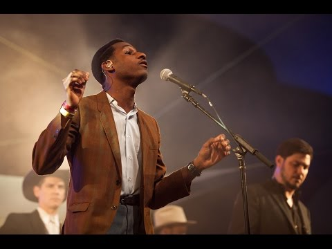 Mountain Stage (S02E05) - Leon Bridges - Lisa Sawyer @Pickathon