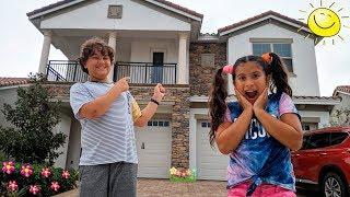 MARIA CLARA E JP EM SUA NOVA CASA E UMA ROLETA MÁGICA! Maria and JP in her new home