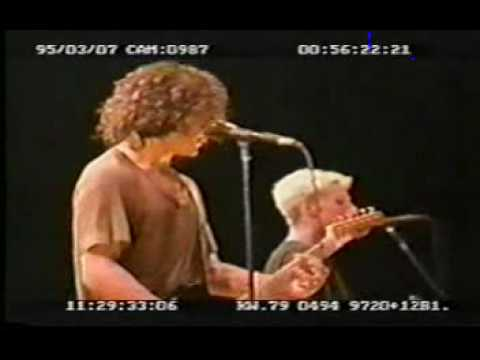 Pearl Jam - Let my love open the door - Pete Townshend cover - 1995