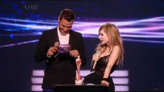 Avril Lavigne - Brit Awards 2011 - Presenting to Justin Bieber AVRIL-L.ORG Video