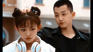 Çin Klip  O Da Seviyor