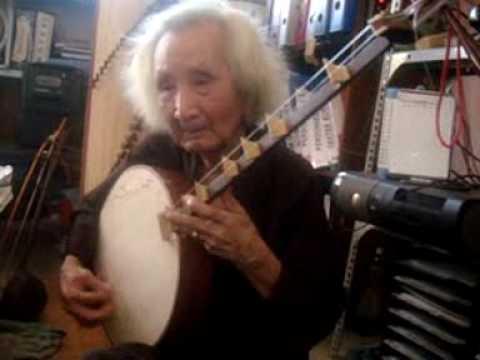 Maestro VĨNH BẢO plays the Đàn Kìm and 1st lesson to Bach Yen