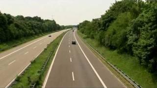 Schnell fahren auf der deutschen Autobahn