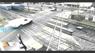 Impactante accidente entre camioneta y tren en Argentina