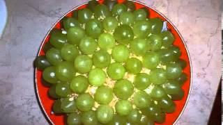 Салат из винограда и ананасов
