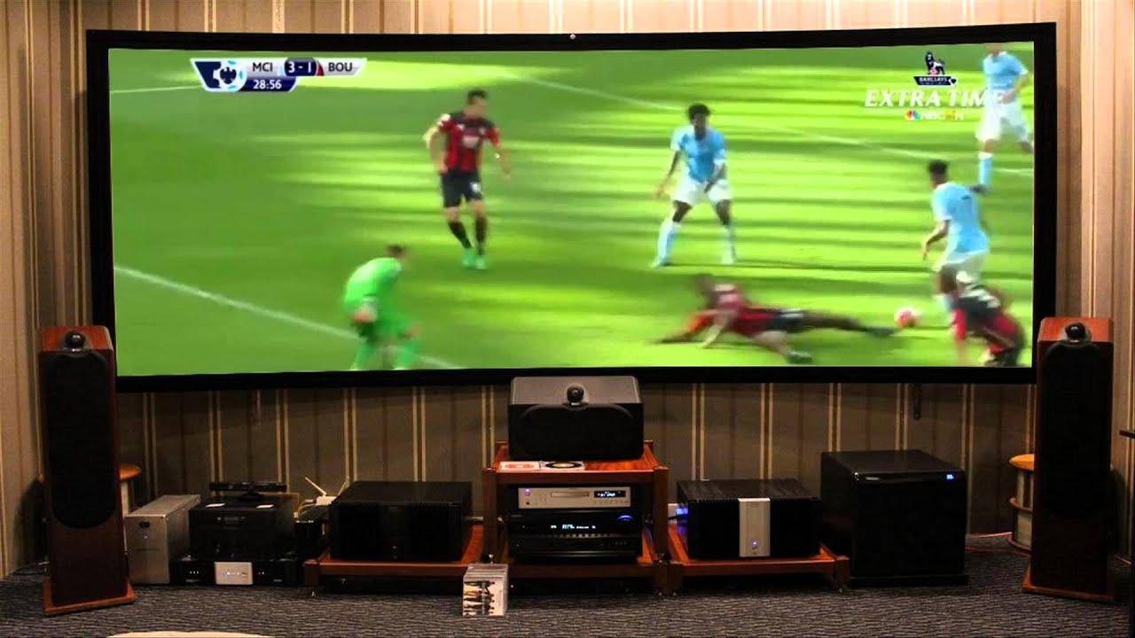 Trải nghiệm máy chiếu xem bóng đá trên màn chiếu cong | Maychieugiare.vn