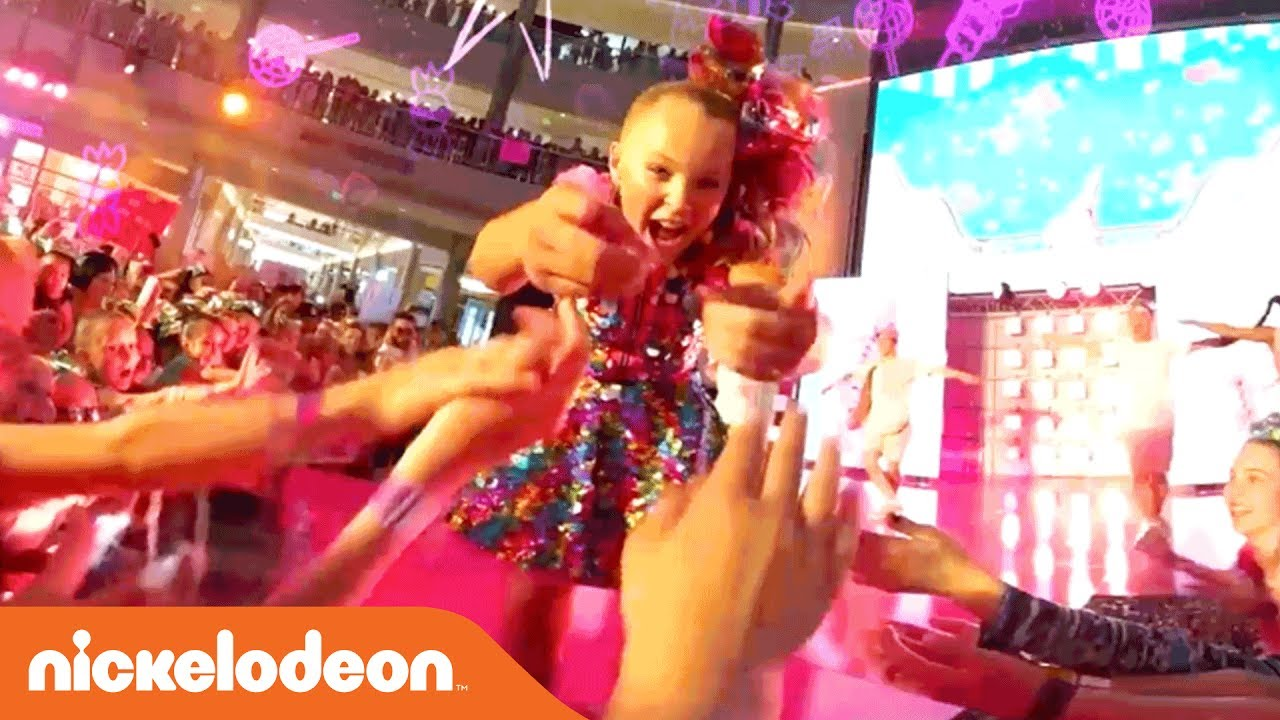 JoJo Siwa 360° Video  Kid in a Candy Store  Live Performance  e3106bfca