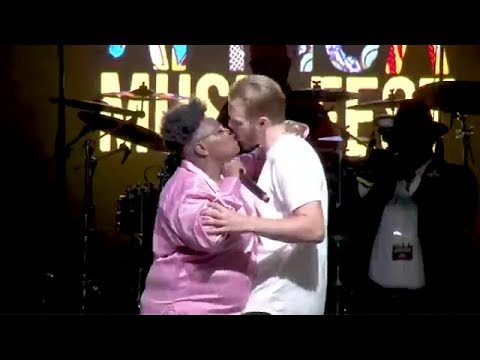 Download See The Moment Teni Kissed A Fan On Stage.