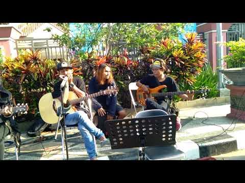 SEREAL Reggae - Damai Di Surga acoustic cover debu jalanan live at alun alun lamongan