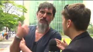 LOBÃO DÁ TAPA E XINGA DANIEL (E MORDE MICROFONE)