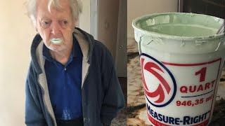 【海外のヤバイニュース】ヨーグルトと間違えてペンキを食べた男性、シンガポール航空の機内食に人の歯混入か  - トモニュース