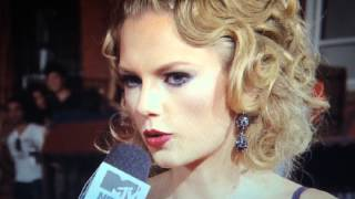 Taylor Swift ignored katy Perry's name when asked about her in an interview- VMAs 2013