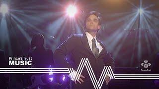 Robbie Williams - Feel (The Prince's Trust Fashion Rocks 2003)