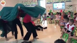 Đẳng cấp cô giáo múa lân chất khỏi nói...