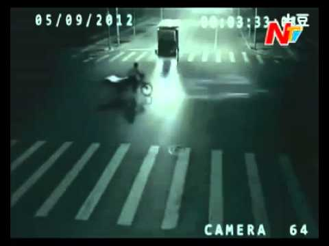 SuperWoman - Alien Seen in China - While saving a poor guy from road Accident