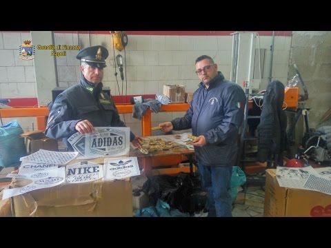 Napoli, scoperto maxi opificio illegale. 8 persone arrestate dalla Guardia di Finanza.