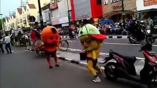 Badut mang goyang dumang joget nya lucu