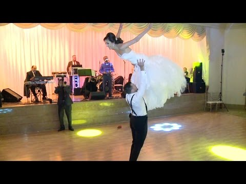 PERFECT Dirty Dancing wedding dance!!! MUST WATCH!