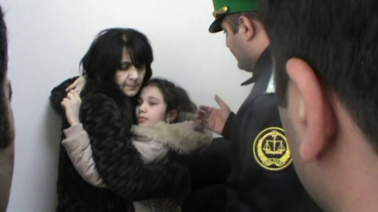 Ադրբեջանում դատարանում ուժ են կիրառել անչափահաս աղջկա նկատմամբ (տեսանյութ)