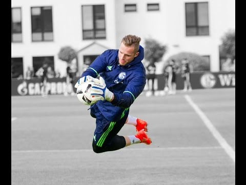 FC Schalke 04 Goalkeeper's Training with Simon Henzler - FC Schalke 04 Goalkeeper Coach