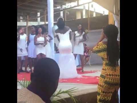 Ghanaian Bride Nails Man's Not Hot (Afrobeat Version) - Wedding Dance