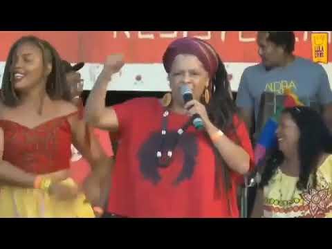 Mãe de santo xinga pastores em ato pró-Lula; Pastor aciona MPF