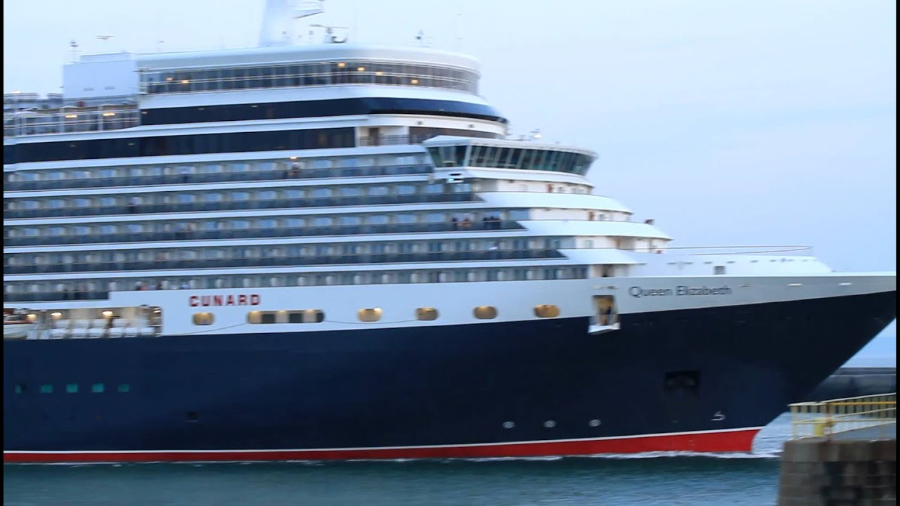 Cruise ship Cunard Queen Elizabeth leaving Le Havre horn - YouTube