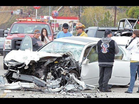 Auto accident lawyer reviews left turn car crash Pacific Palisades, Santa Monica, Topanga