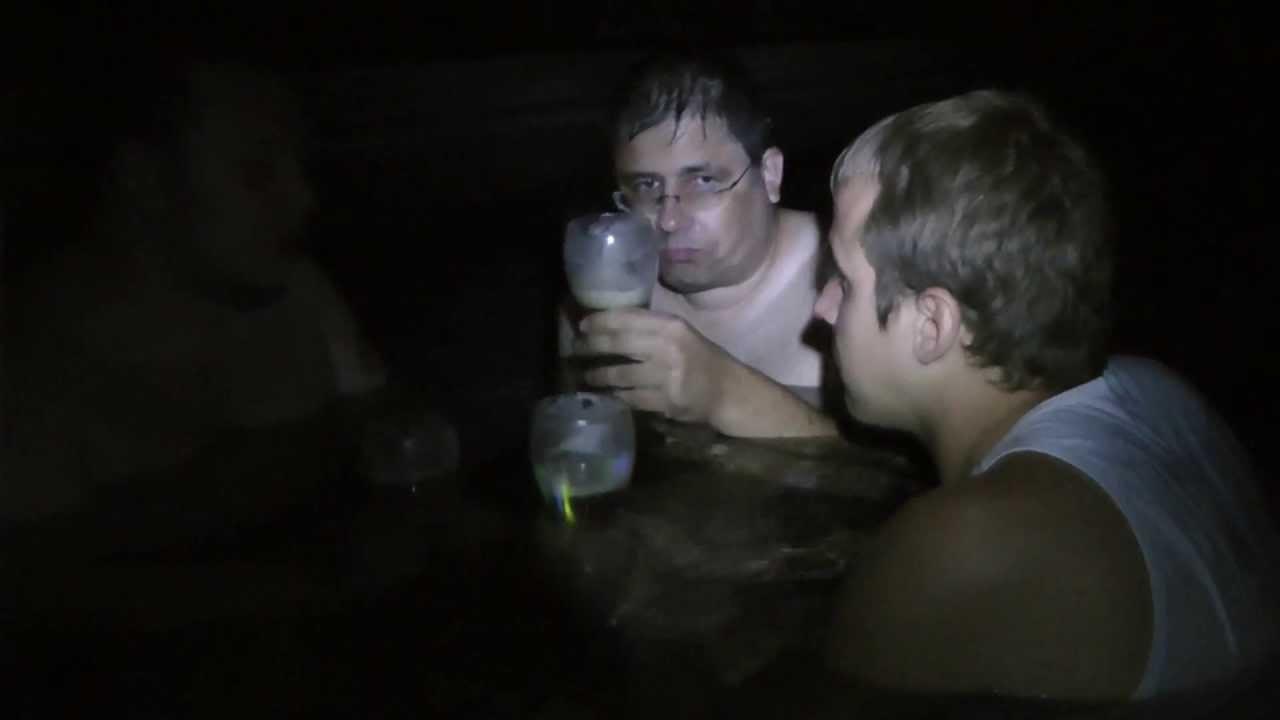 Nacktbaden heimlich nachts im Freibad - Saufgelage im