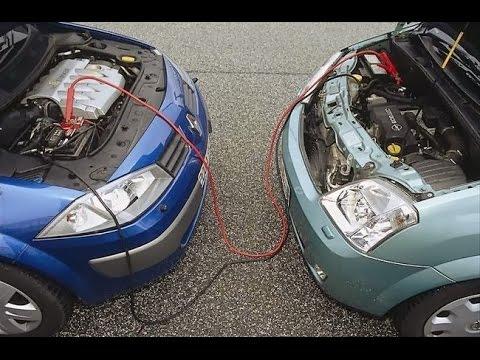 Awaryjne odpalanie samochodu za pomocą kabli rozruchowych thumbnail