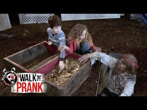 Buried Treasure | Walk the Prank | Disney XD