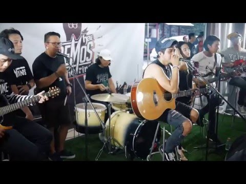 Menuju Cahaya - Killing Me Inside (Featuring Rocket Rockers) Live