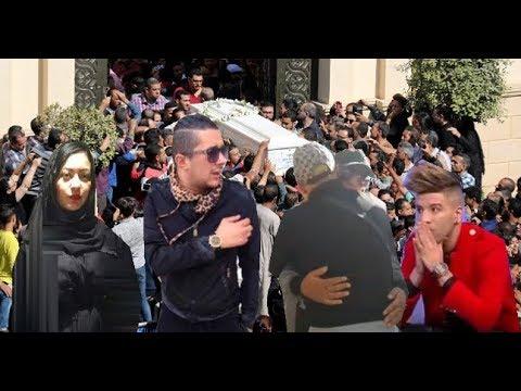 هواري منار في اخر لحظاتـه و الفنانون يَبكٌـون عند توديعِـه في وهران