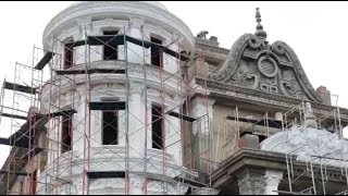 Building A Fabulous House - Construction Workers Are Amazing