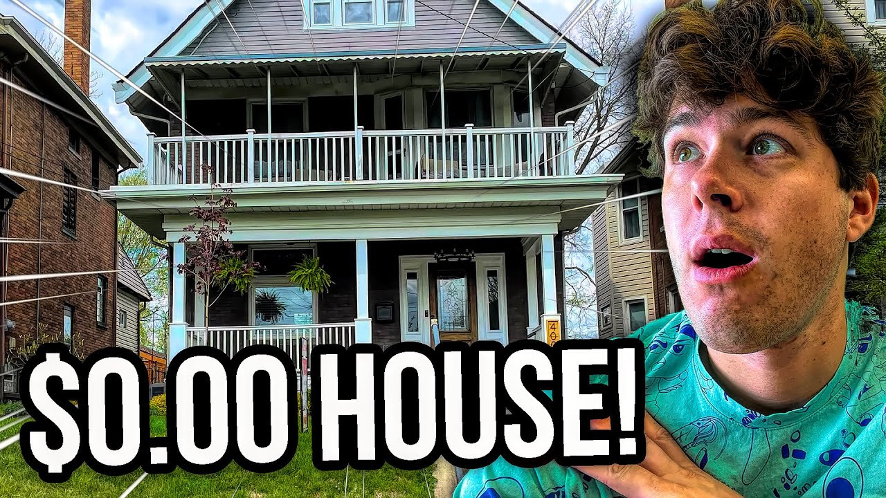 How I Bought A House and Live for FREE by Playing FIFA… (GAMING HOUSE TOUR🏠)