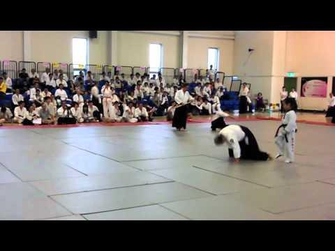 AIKIDO VS TAEKWONDO 2012合氣道青年盃演武~合氣道大戰跆拳道..很難淡定超好笑!
