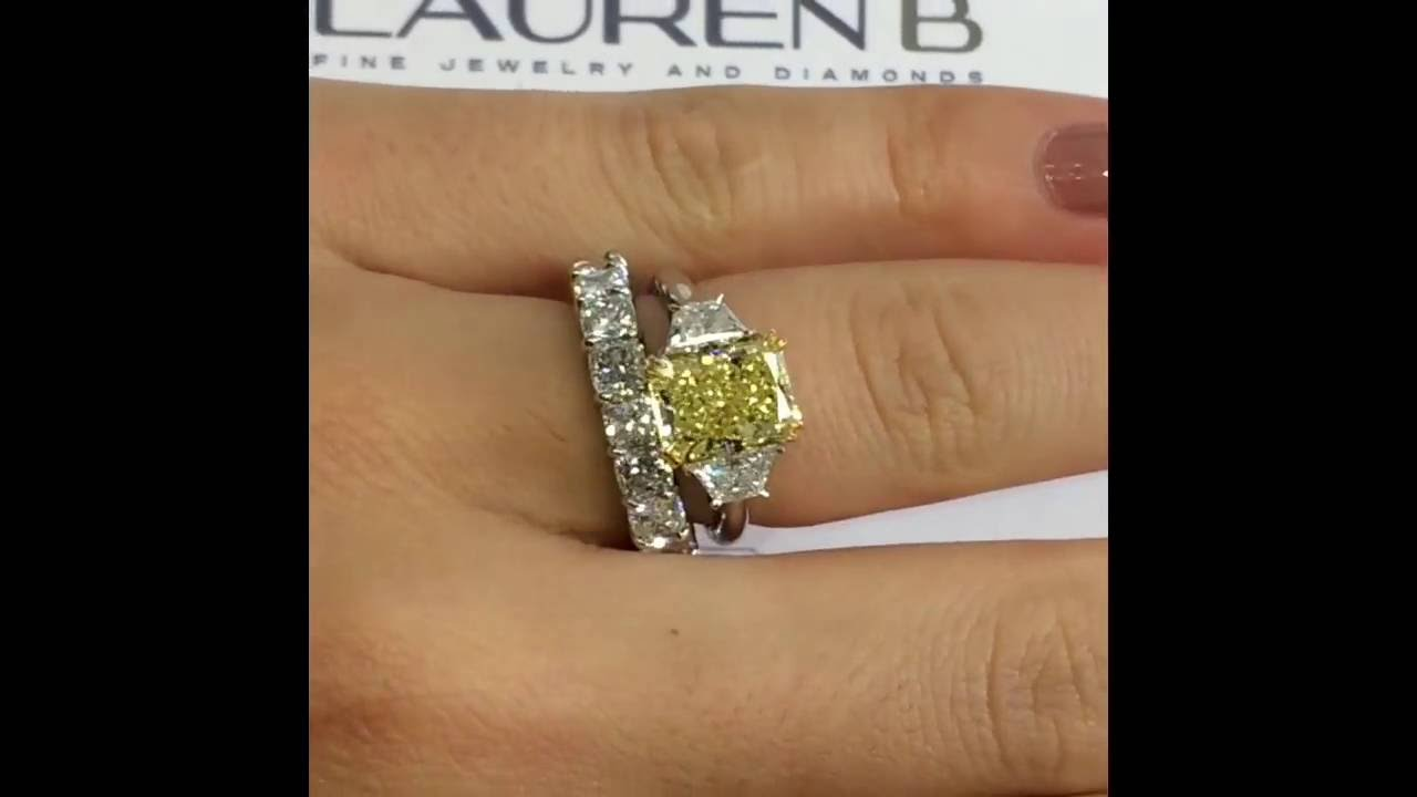 Merveilleux 3.44 Ct Radiant Cut Yellow Diamond Engagement Ring