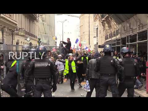 France: Yellow Vest protesters face off with police at Paris march