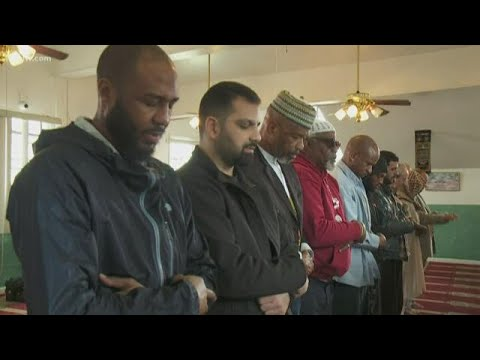 Multi-faith worshipers gather at New Orleans mosque to mourn New Zealand terror attack victims