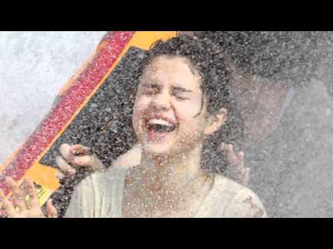 Selena Gomez wet