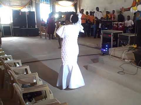 Adeline Baidoo goes crazy @performing Hallelujah Praise during her Album launched. Kindly subscribe