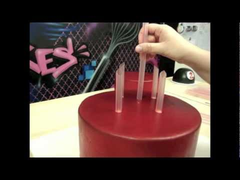 stacking wedding cakes dowels how to stack a tiered cake the krazy kool cakes way 20477
