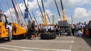 Переворачивание колеса весом 680 кг. на СТТ-2013 для ООО ''ЧТЗ-УРАЛТРАК''