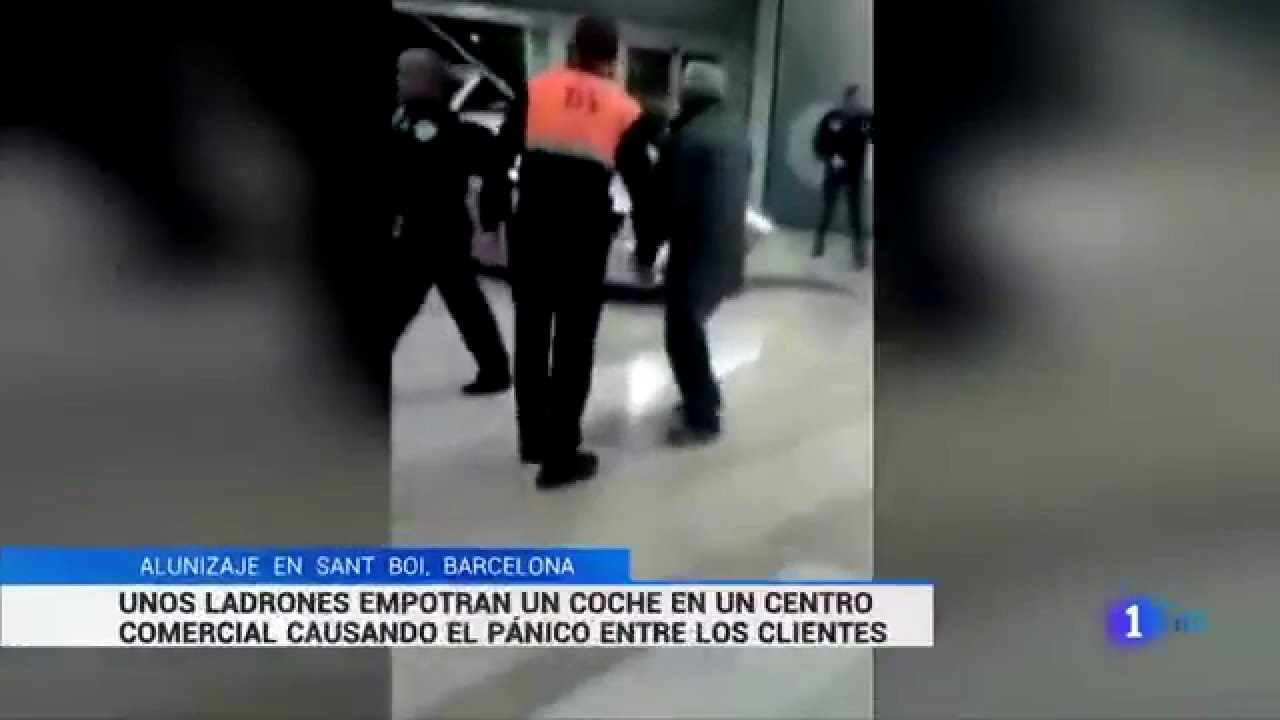 Alunizaje sant boi barcelona ladrones empotran coche en - Centro comercial sant boi ...