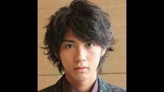 女優で妻の榮倉奈々が第1子の妊娠を発表したことを受け、俳優の賀来賢...